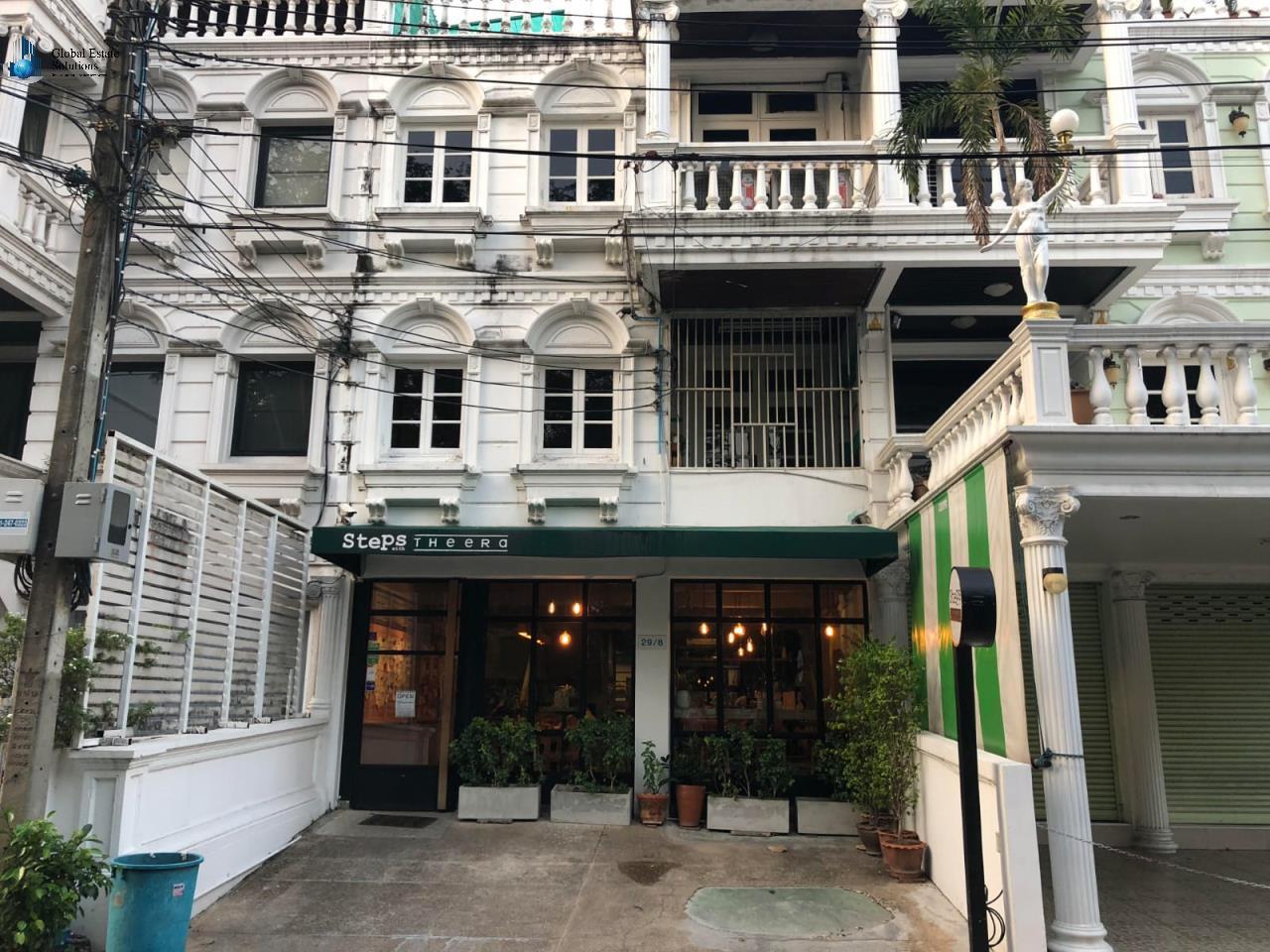 Bangkok Property Solutions Co., Ltd. Agency's Shop House at Ekamai Soi 10 2
