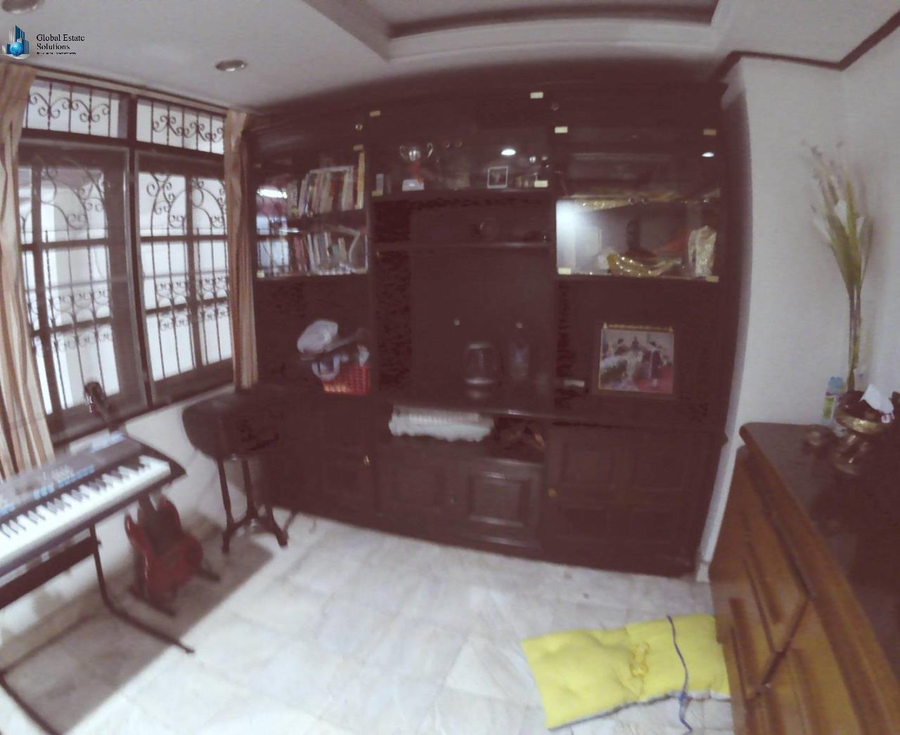 Bangkok Property Solutions Co., Ltd. Agency's 5 Bedroom Townhouse Sukhumvit 39 (For Rent) 1
