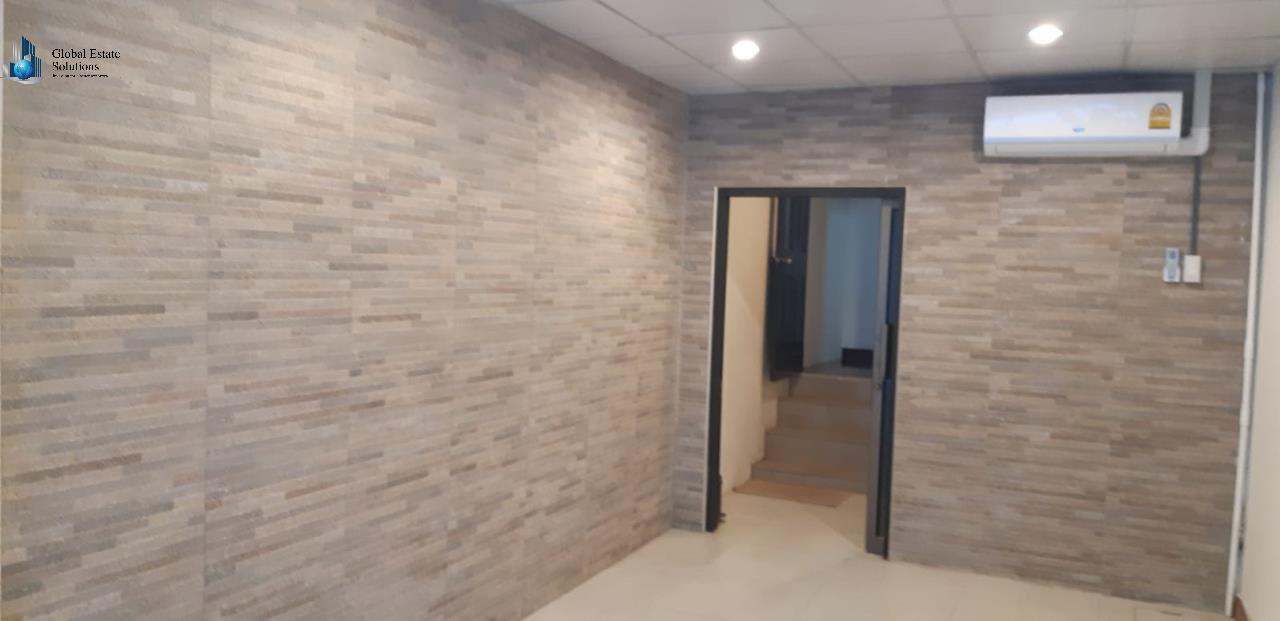 Bangkok Property Solutions Co., Ltd. Agency's Commercial Shop For Rent 2