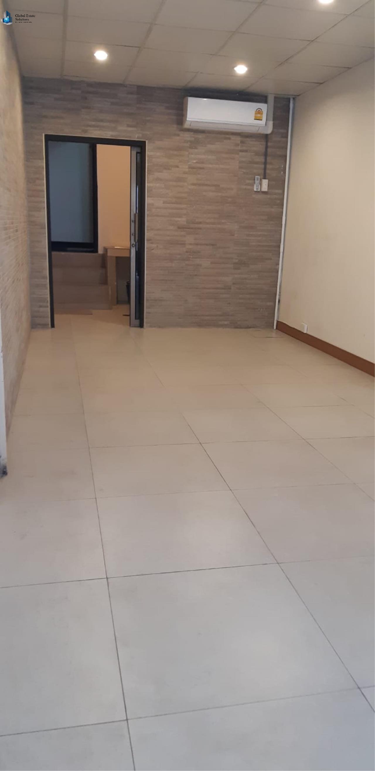 Bangkok Property Solutions Co., Ltd. Agency's Commercial Shop For Rent 4