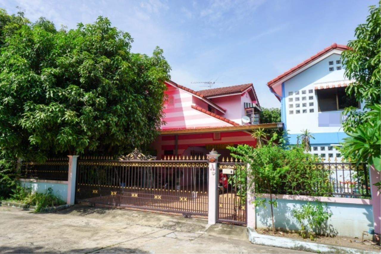 Agent - Aditep Agency's House for sale: Nakarin Garden village with office space on 120 sq.wah, total living area of 342 sq.m., suitable for both home office and residential. 2