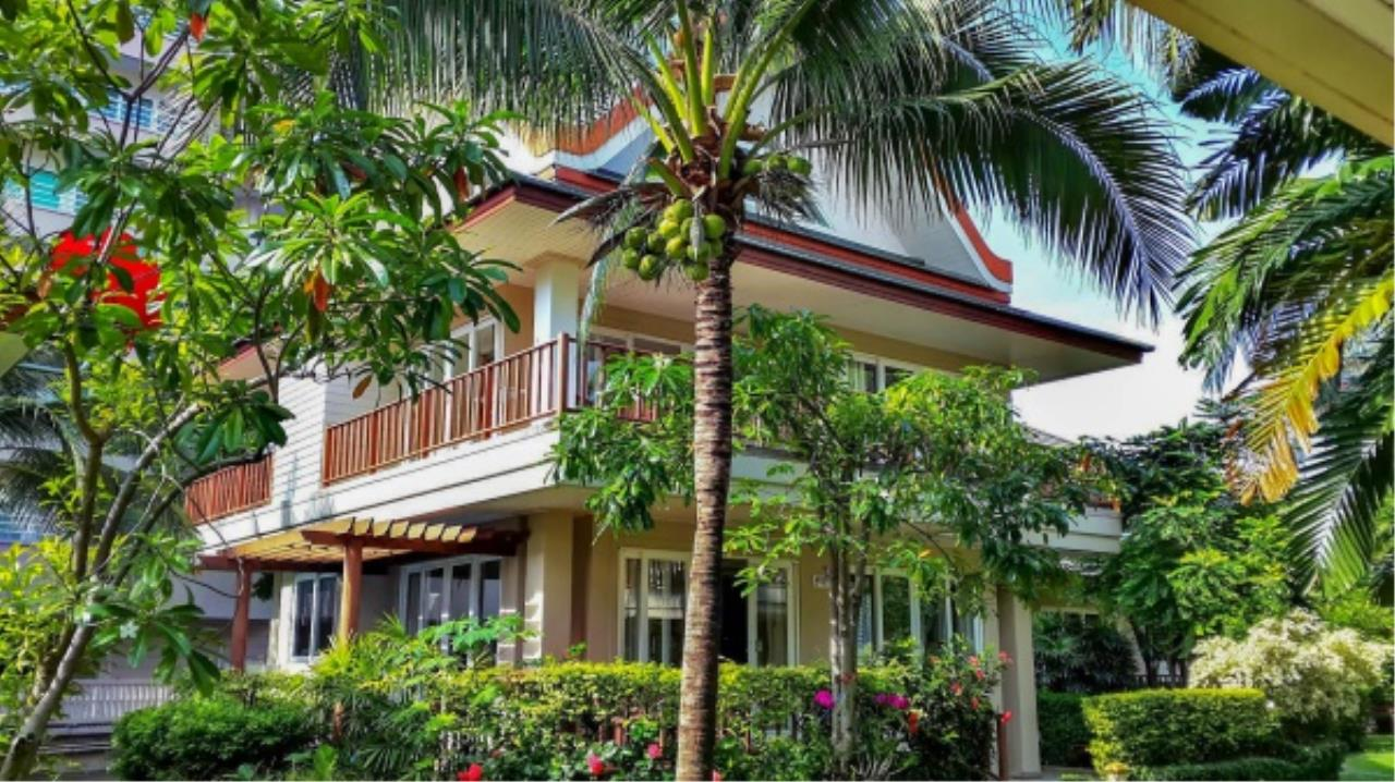 Agent - Aditep Pramorntat Agency's Fire Sell: Baan Talay Samran Beach Villa at Cha-am beachfront, 3 story 4 Bedrooms 4 Bathroom, Foreigner can own 1