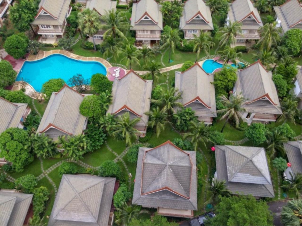 Agent - Aditep Pramorntat Agency's Fire Sell: Baan Talay Samran Beach Villa at Cha-am beachfront, 3 story 4 Bedrooms 4 Bathroom, Foreigner can own 15