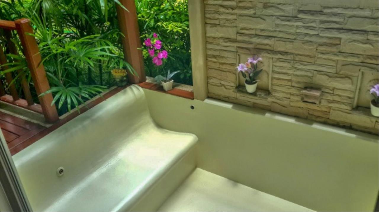 Agent - Aditep Pramorntat Agency's Fire Sell: Baan Talay Samran Beach Villa at Cha-am beachfront, 3 story 4 Bedrooms 4 Bathroom, Foreigner can own 12