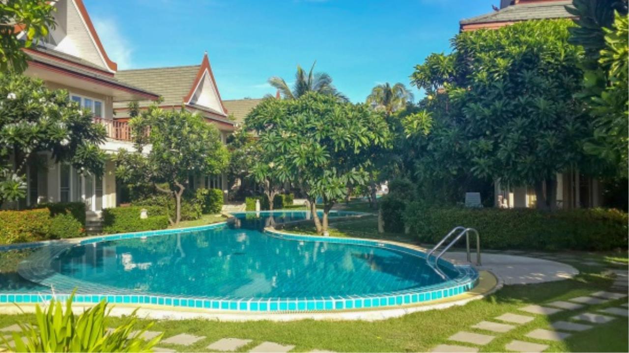 Agent - Aditep Pramorntat Agency's Fire Sell: Baan Talay Samran Beach Villa at Cha-am beachfront, 3 story 4 Bedrooms 4 Bathroom, Foreigner can own 9