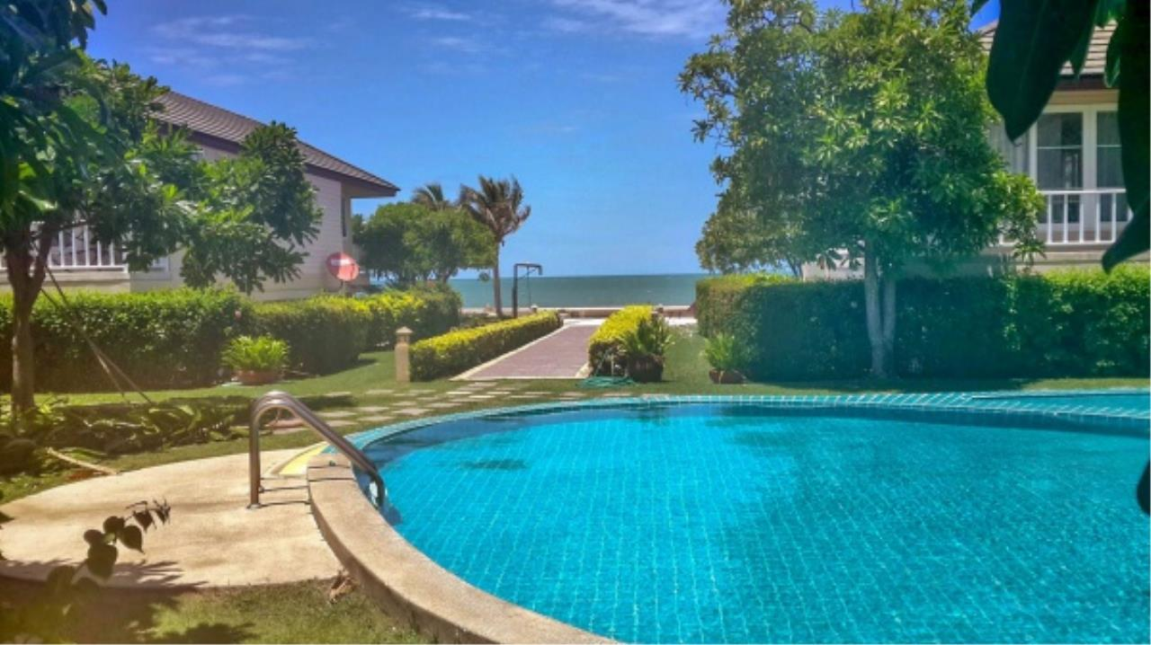 Agent - Aditep Pramorntat Agency's Fire Sell: Baan Talay Samran Beach Villa at Cha-am beachfront, 3 story 4 Bedrooms 4 Bathroom, Foreigner can own 10