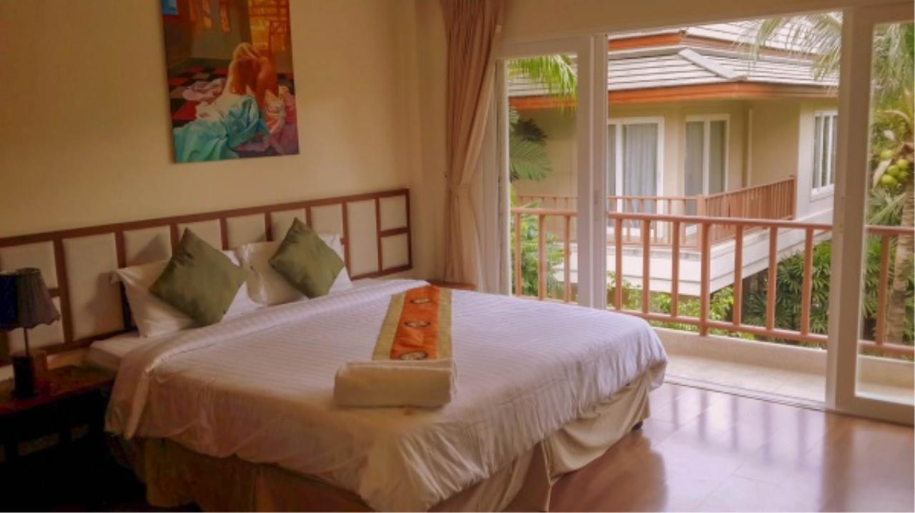 Agent - Aditep Pramorntat Agency's Fire Sell: Baan Talay Samran Beach Villa at Cha-am beachfront, 3 story 4 Bedrooms 4 Bathroom, Foreigner can own 5