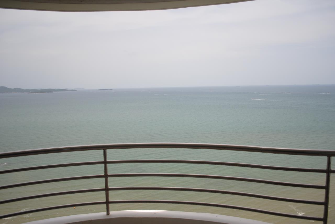 Real Estate in Pattaya Agency's 2 Bed Room Beachfront - Royal Cliff  8