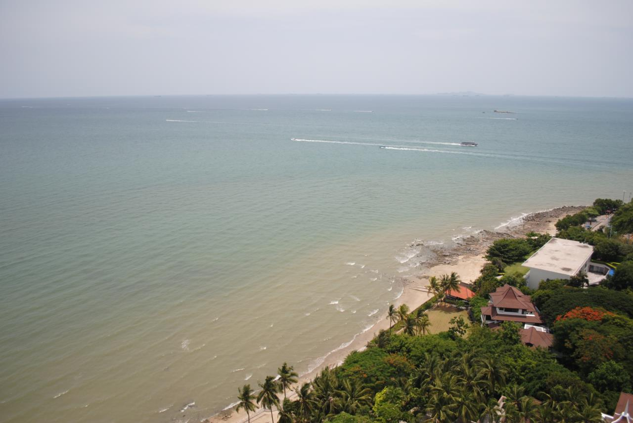 Real Estate in Pattaya Agency's 2 Bed Room Beachfront - Royal Cliff  4