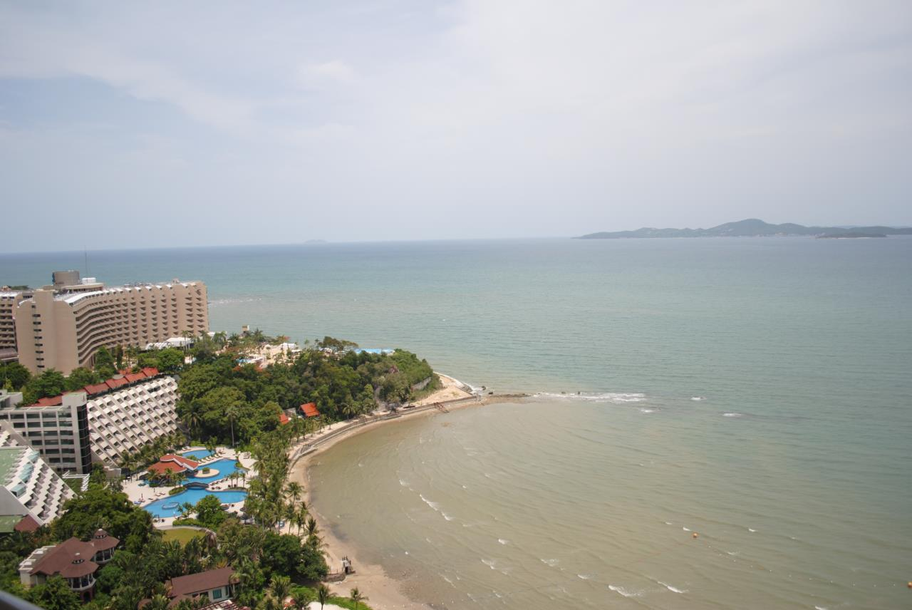 Real Estate in Pattaya Agency's 2 Bed Room Beachfront - Royal Cliff  3