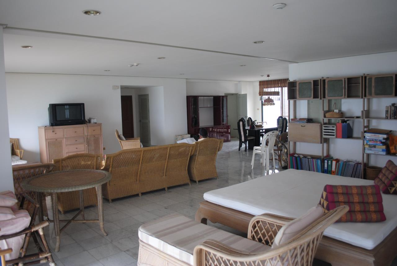 Real Estate in Pattaya Agency's 2 Bed Room Beachfront - Royal Cliff  10