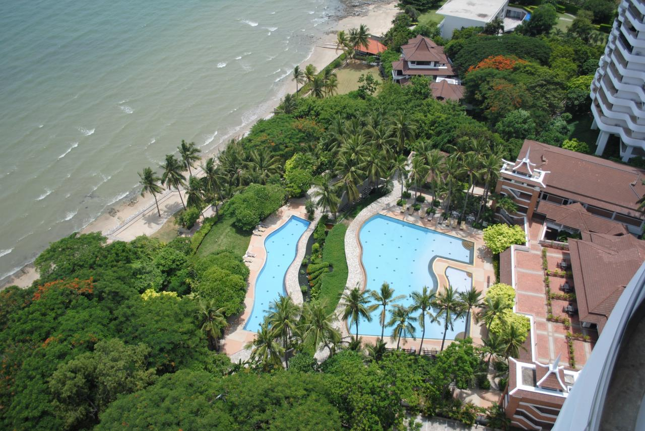 Real Estate in Pattaya Agency's 2 Bed Room Beachfront - Royal Cliff  5