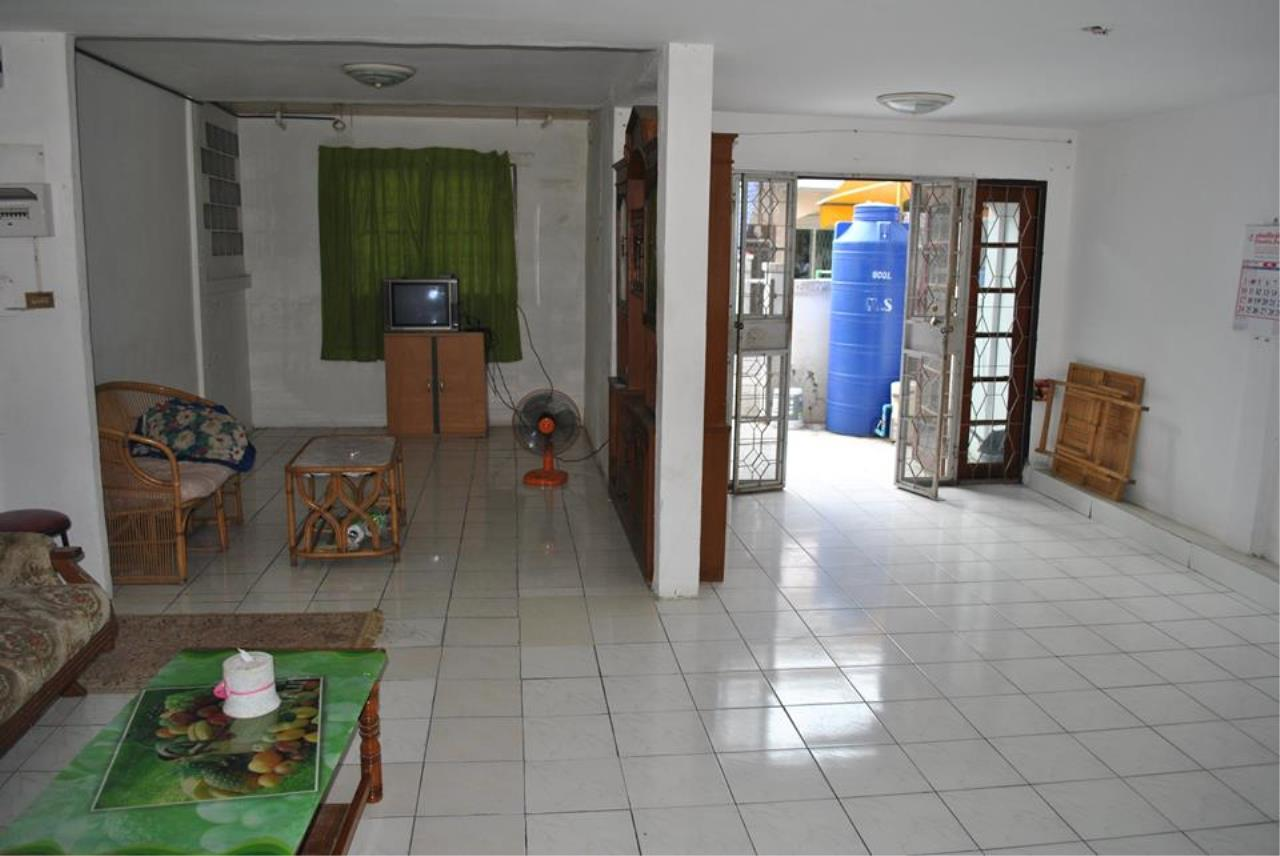Real Estate in Pattaya Agency's 2 Bed Room Town House, The Village 4