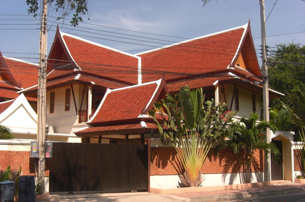 Real Estate in Pattaya Agency's 3 Bed Room Thai Bali Villa 6