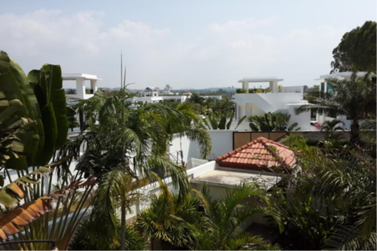 Real Estate in Pattaya Agency's 4 Bed Room Private Pool Villa 8