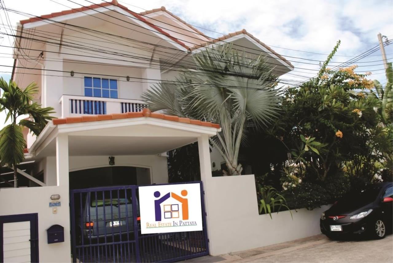 Real Estate in Pattaya Agency's 4 Bed Room - Baan Fah Rim Haad 1