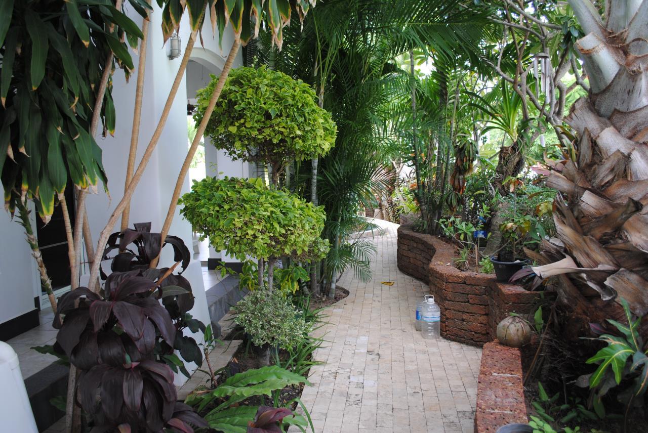 Real Estate in Pattaya Agency's 4 Bed Room - Baan Fah Rim Haad 12
