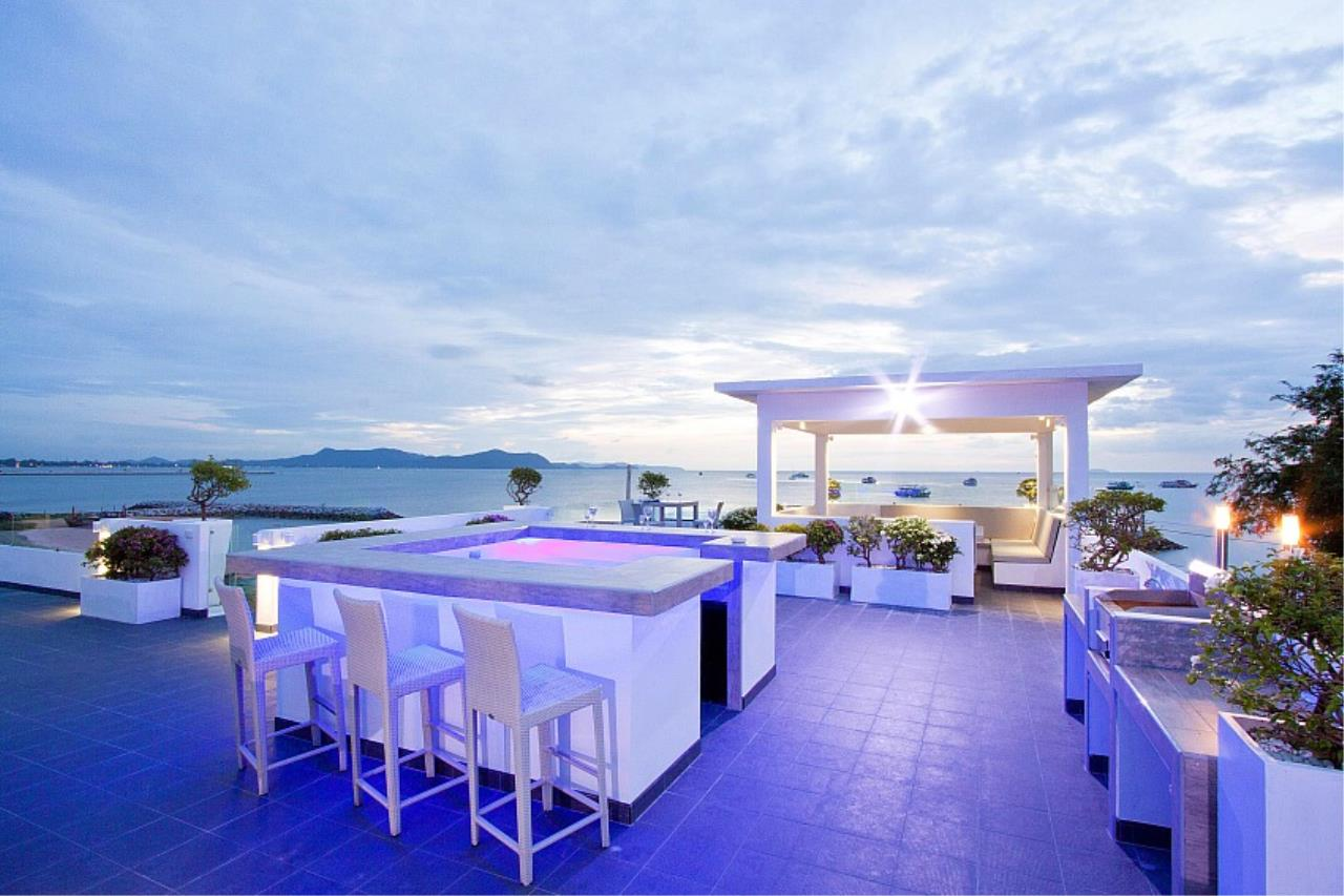 Real Estate in Pattaya Agency's 7 Bed Room - White House Villa 1