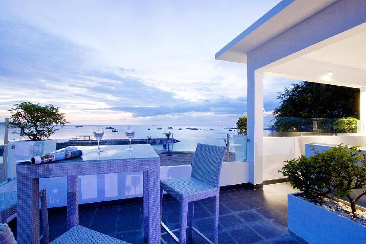 Real Estate in Pattaya Agency's 7 Bed Room - White House Villa 7