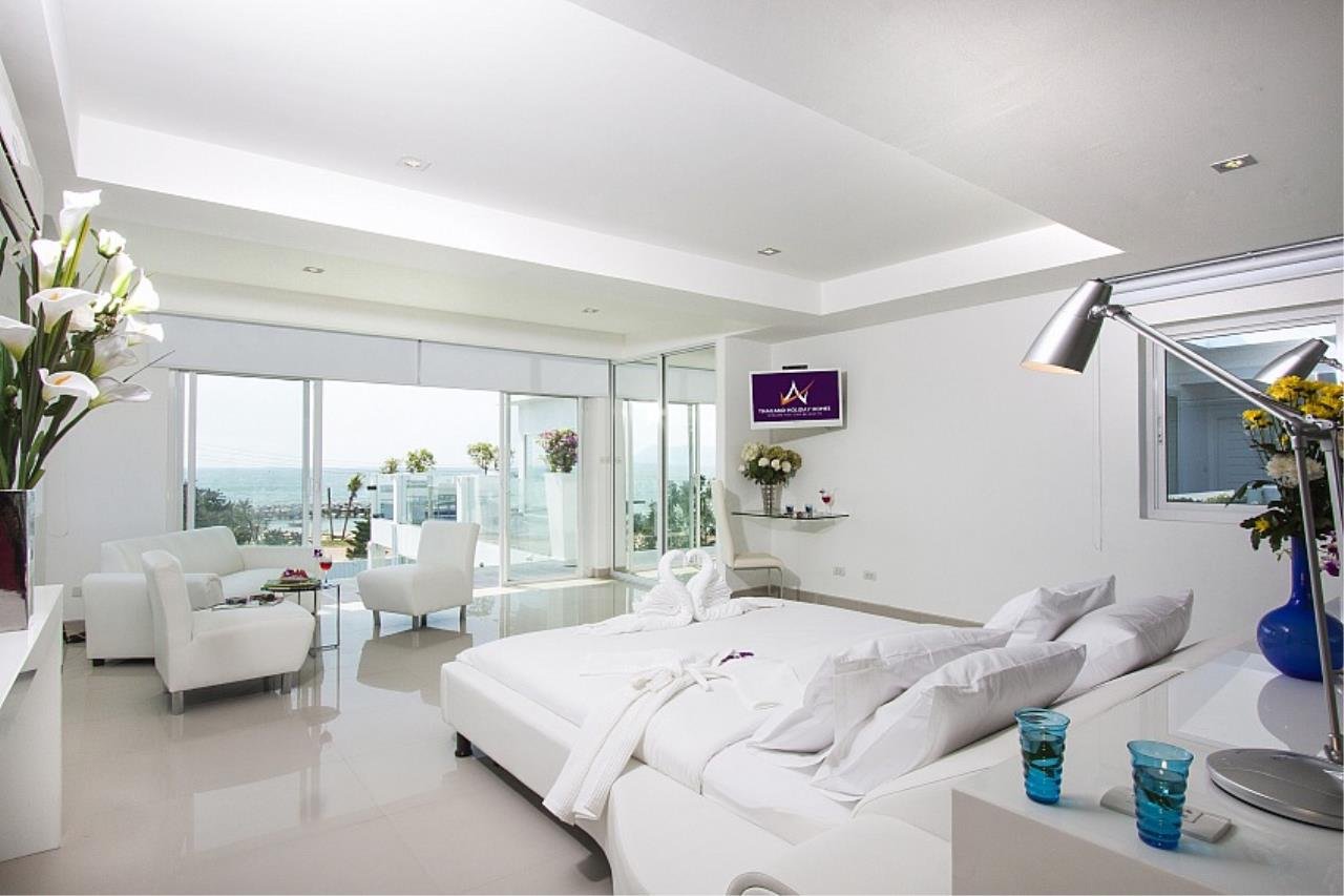 Real Estate in Pattaya Agency's 7 Bed Room - White House Villa 6