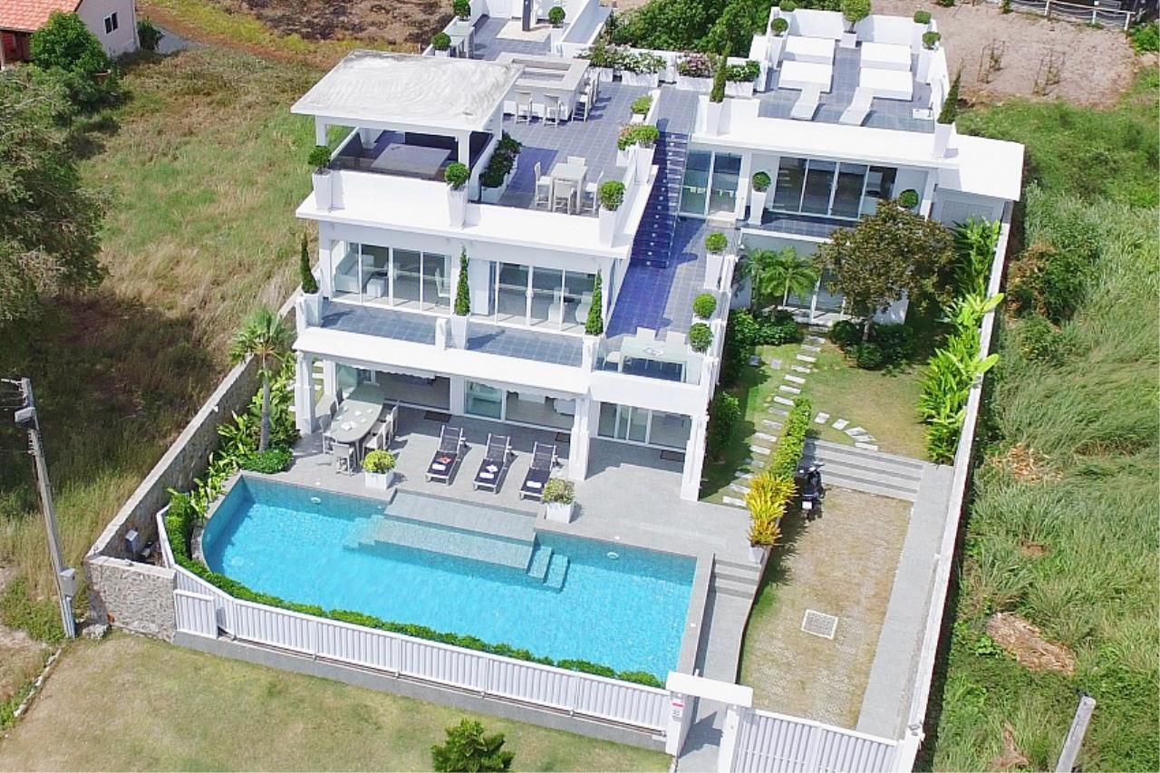 Real Estate in Pattaya Agency's 7 Bed Room - White House Villa 18