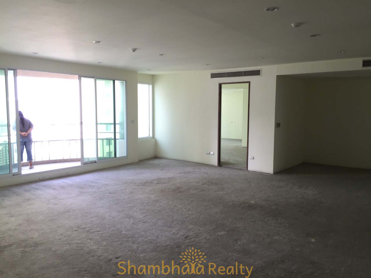 Shambhala Realty Agency's Ideal 24 for Sale, Sukhumvit 24. BTS Phrompong. 2