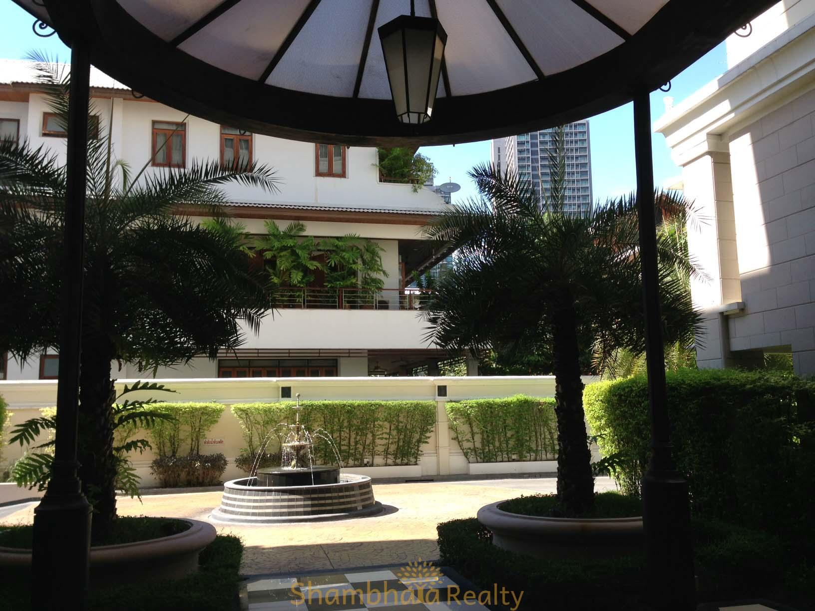 Shambhala Realty Agency's For Sale: La Vie En Rose, 3 Bed/4 Bath, Good location condo in Thonglor area 10