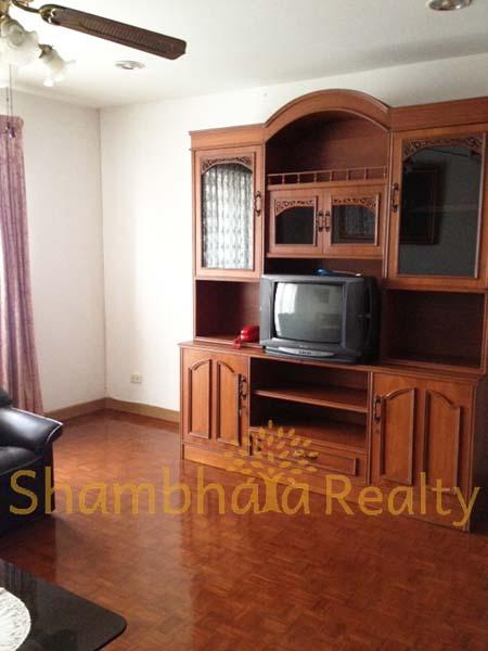 Shambhala Realty Agency's 1BR Sukhumvit Suite at Nana 4