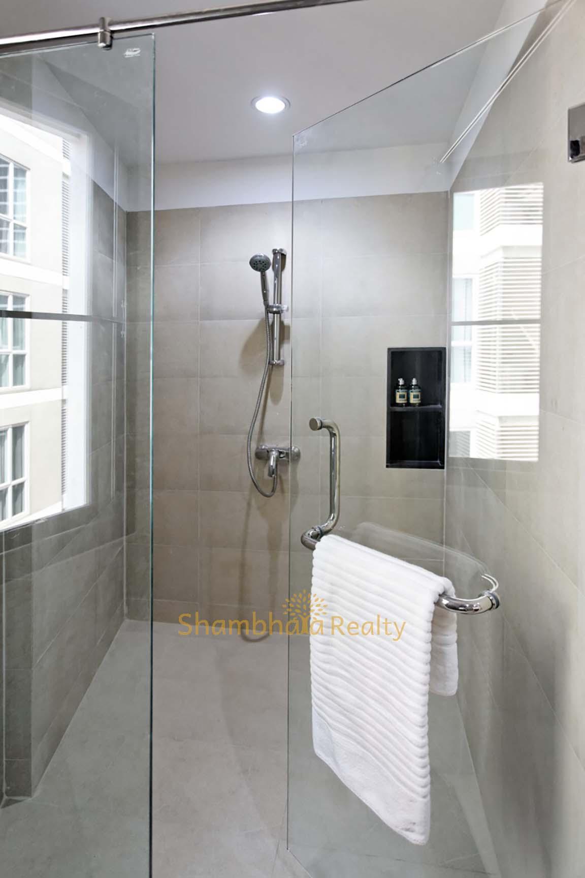 Shambhala Realty Agency's 4BR Levara Residence Luxury Duplex at Sukhumvit 24 12
