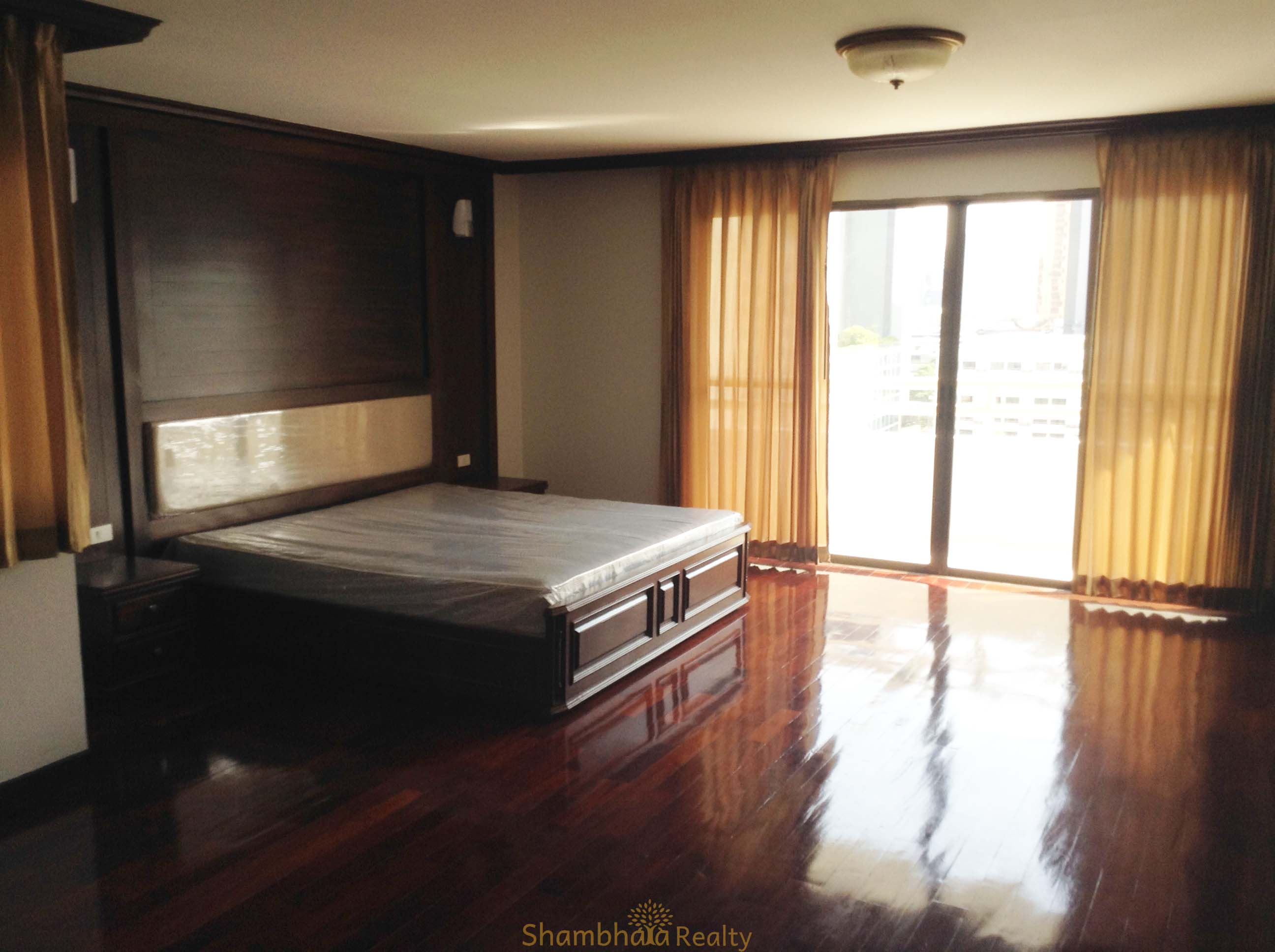 Shambhala Realty Agency's 3BR Condo Regent on The Park I Sukhumvit 26 1