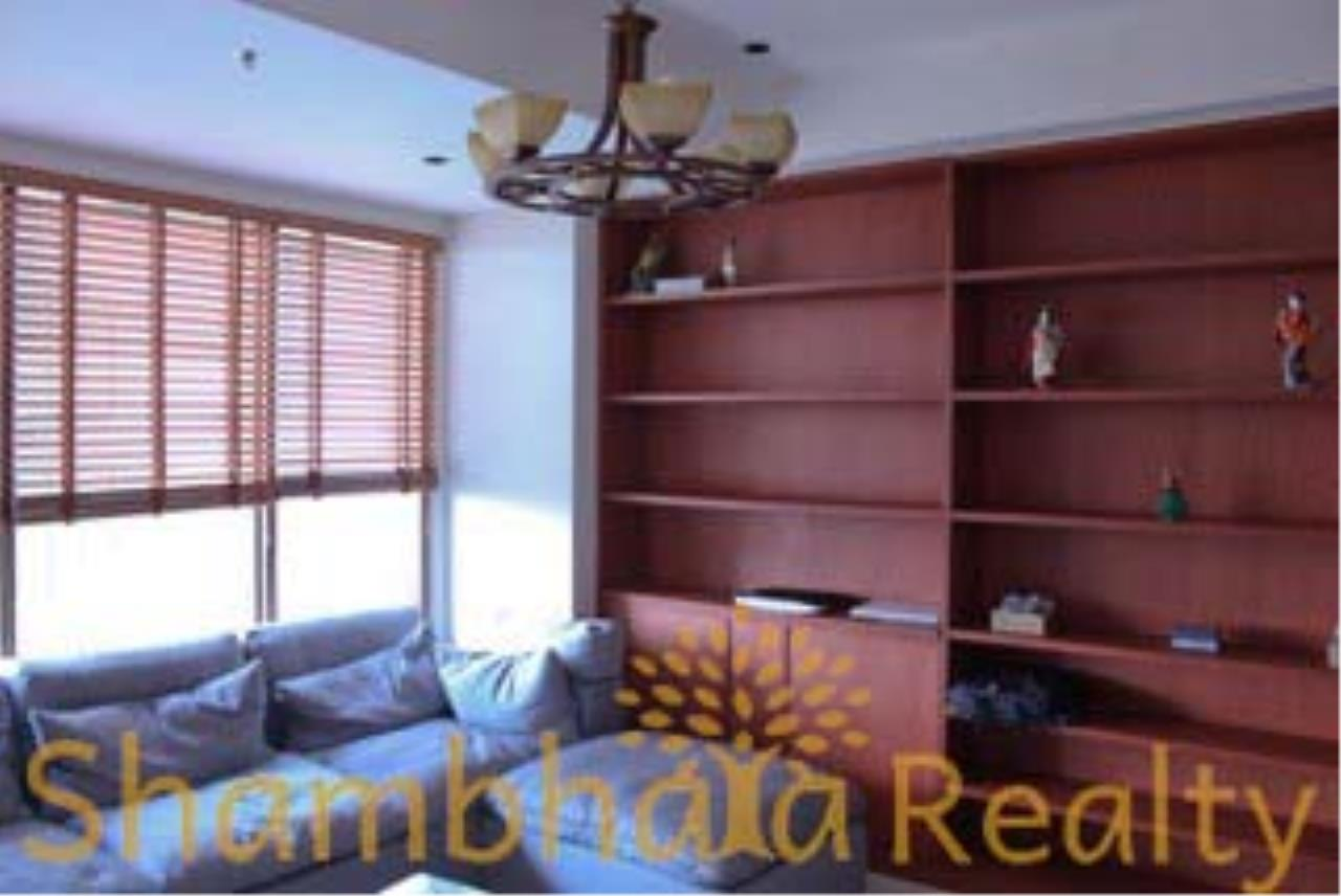Shambhala Realty Agency's The Emporio Place Condominium for Rent in Sukhumvit 24 46