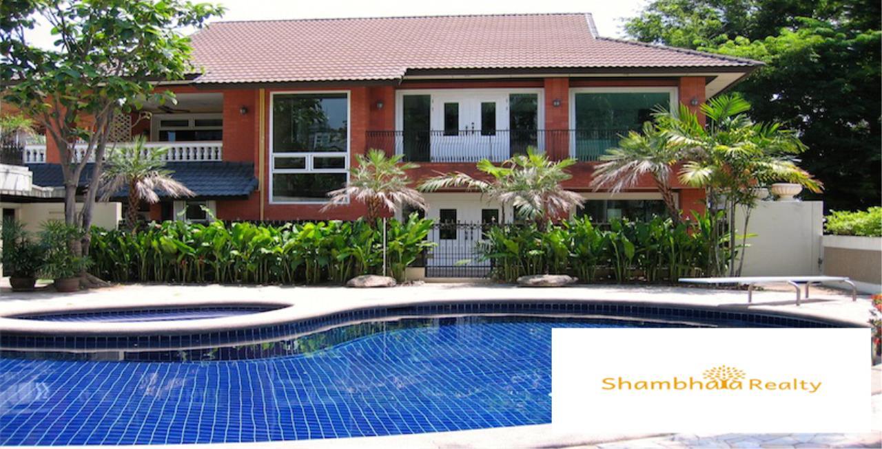Shambhala Realty Agency's House for Rent at Ekkamai Condominium for Rent in Ekkamai 5