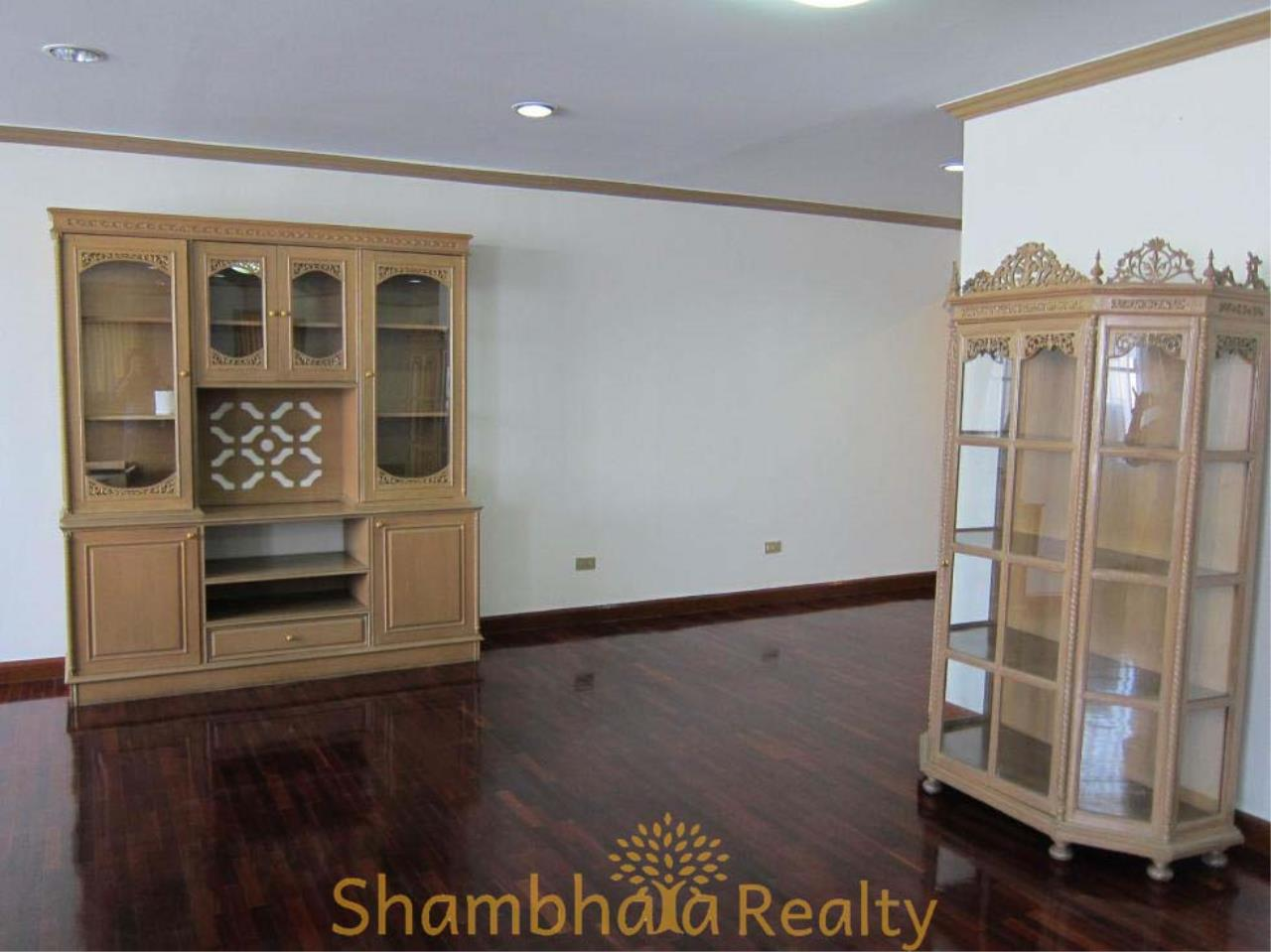 Shambhala Realty Agency's D.S. Tower 2 Sukhumvit 39 Condominium for Rent in Sukhumvit 39 2