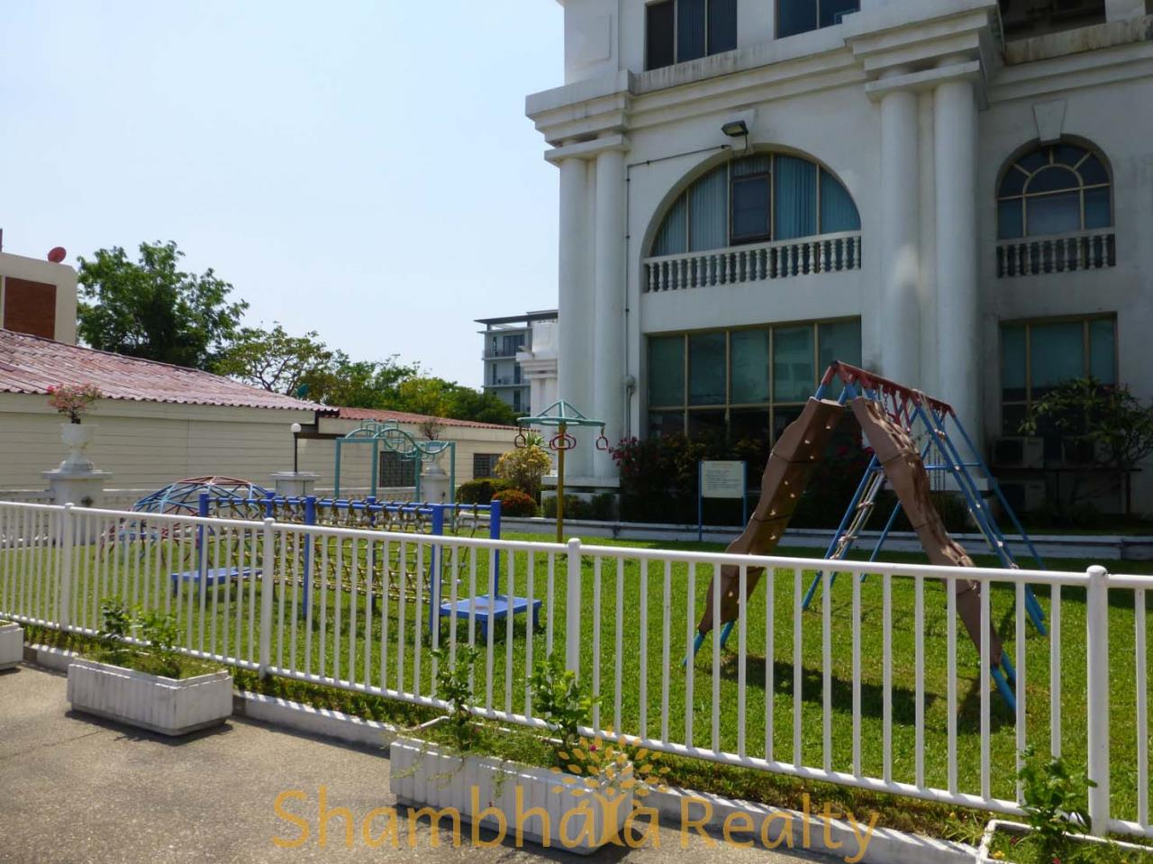 Shambhala Realty Agency's Royal Castle Pattanakarn Condominium for Sale in Phatthanakan 30 13
