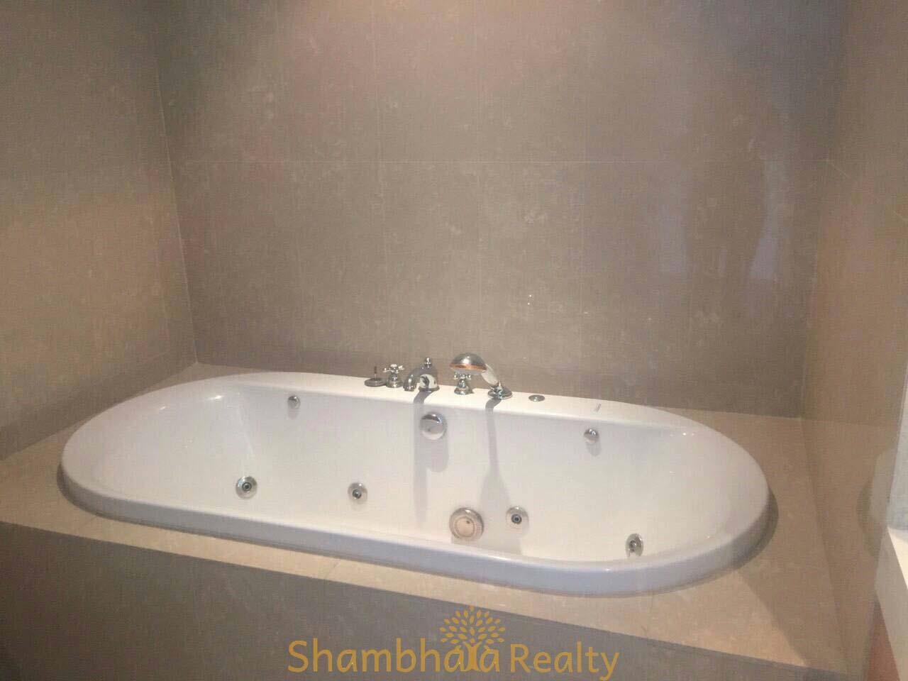 Shambhala Realty Agency's Athenee Residence Condominium for Rent in Wirelss road 5