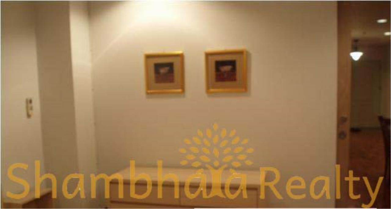 Shambhala Realty Agency's State Tower Condominium for Rent in Silom Area 8