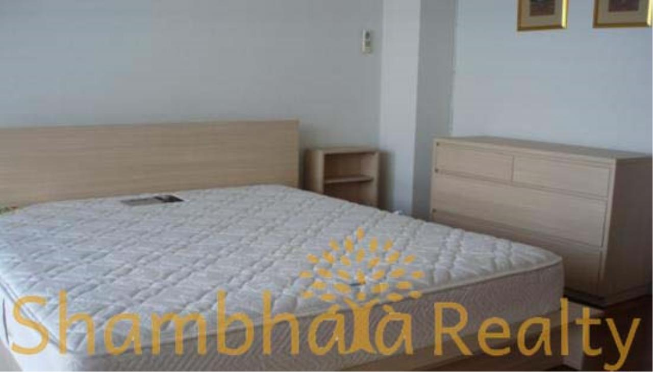 Shambhala Realty Agency's State Tower Condominium for Rent in Silom Area 1