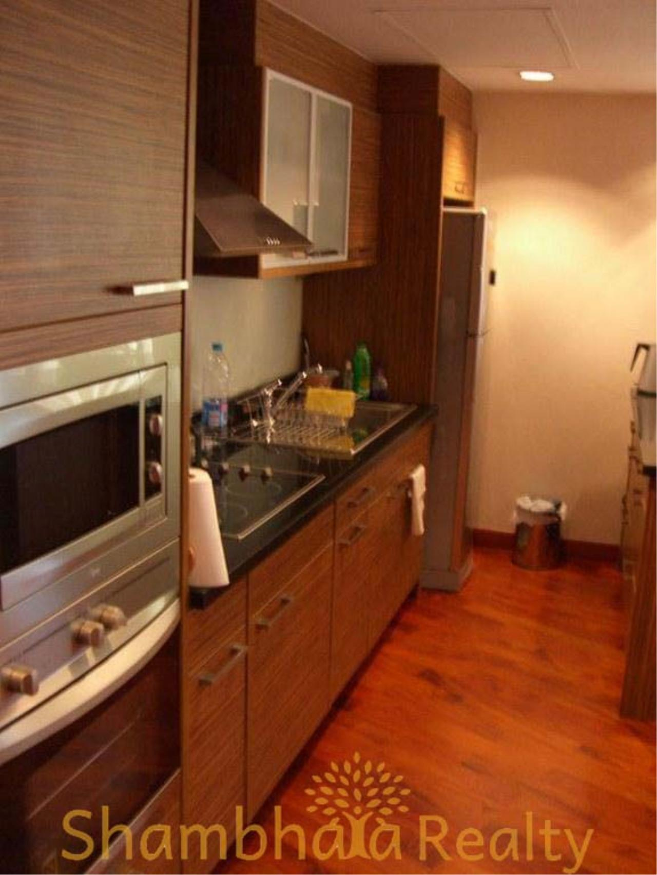 Shambhala Realty Agency's Urbana Langsuan Condominium for Rent 6
