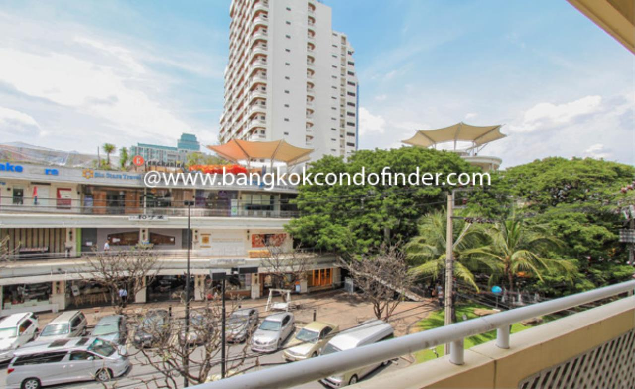 Bangkok Condo Finder Agency's The Pentacle Condominium for Rent 2
