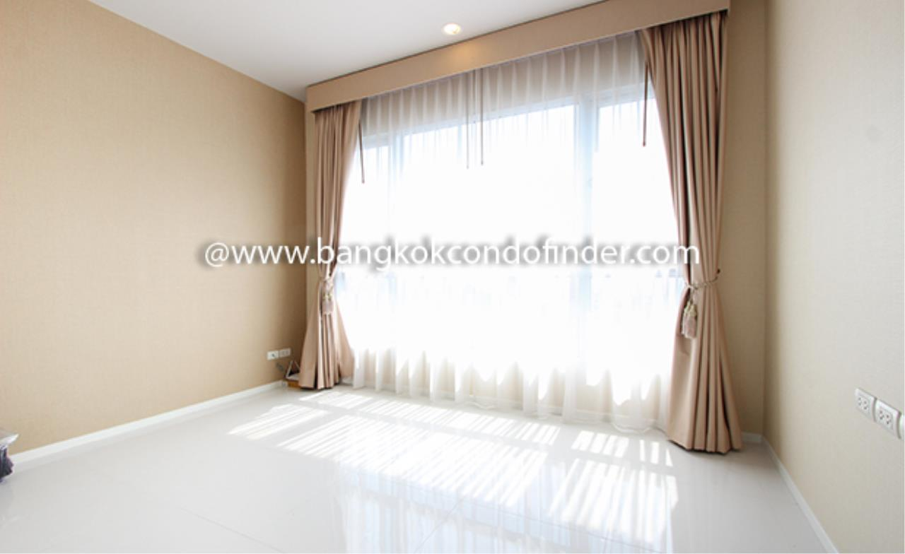 Bangkok Condo Finder Agency's Hive Taksin Condominium for Rent 8