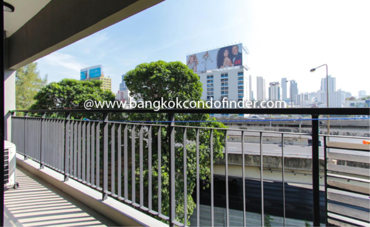 Bangkok Condo Finder Agency's Renova Residence Chidlom Condominium for Rent 2