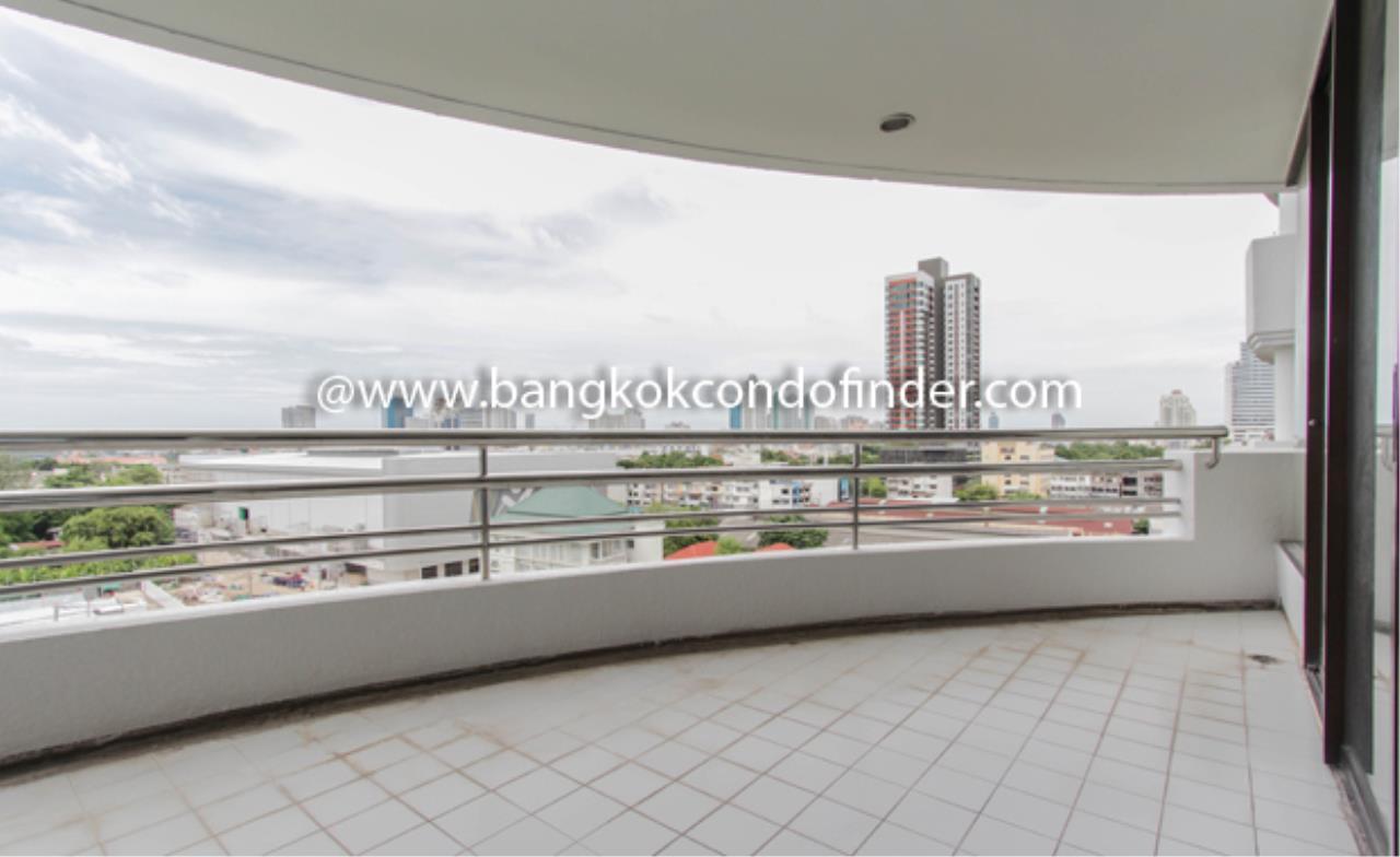 Bangkok Condo Finder Agency's Baan Yenakard Condominium for Rent 2