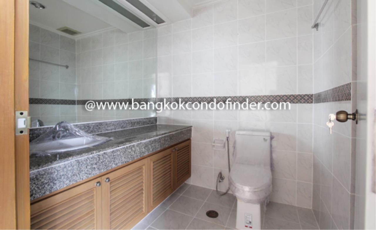 Bangkok Condo Finder Agency's Baan Yenakard Condominium for Rent 6