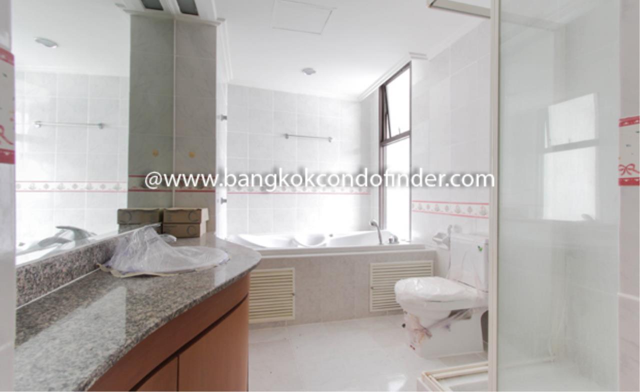 Bangkok Condo Finder Agency's Baan Yenakard Condominium for Rent 7