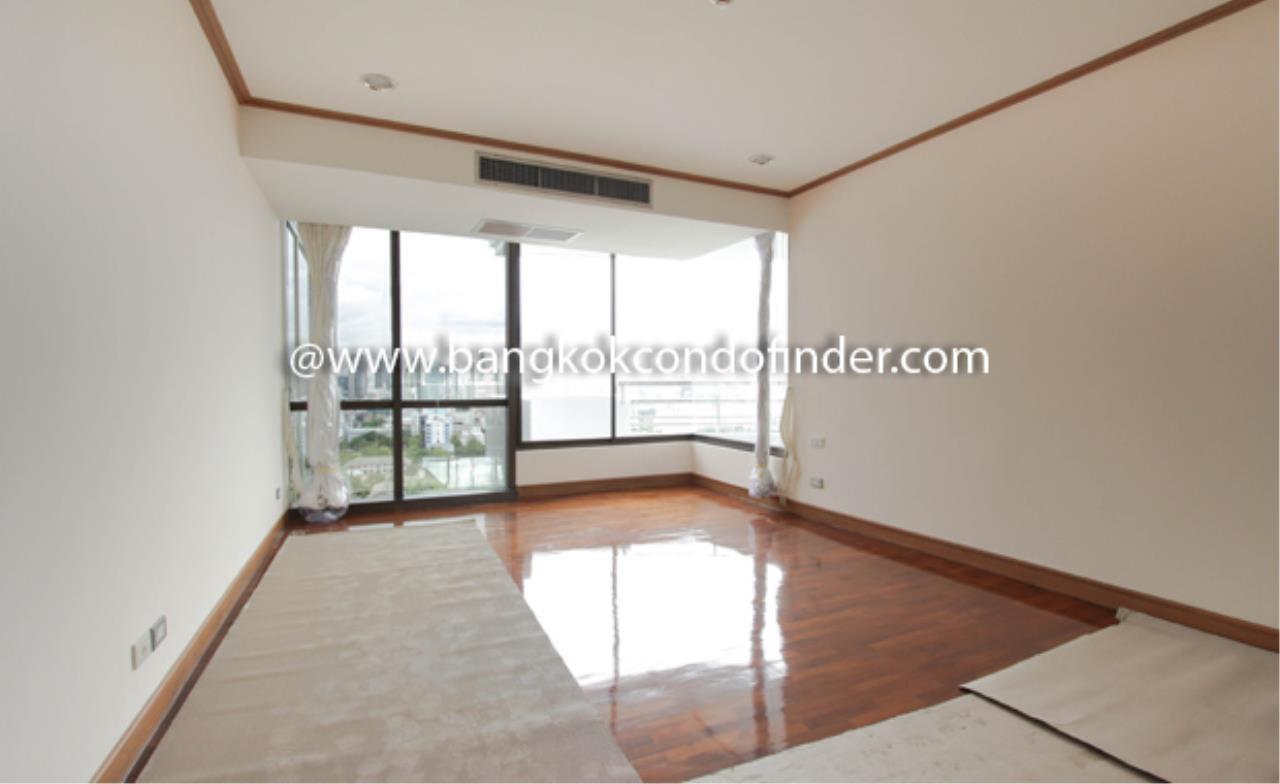Bangkok Condo Finder Agency's Baan Yenakard Condominium for Rent 10