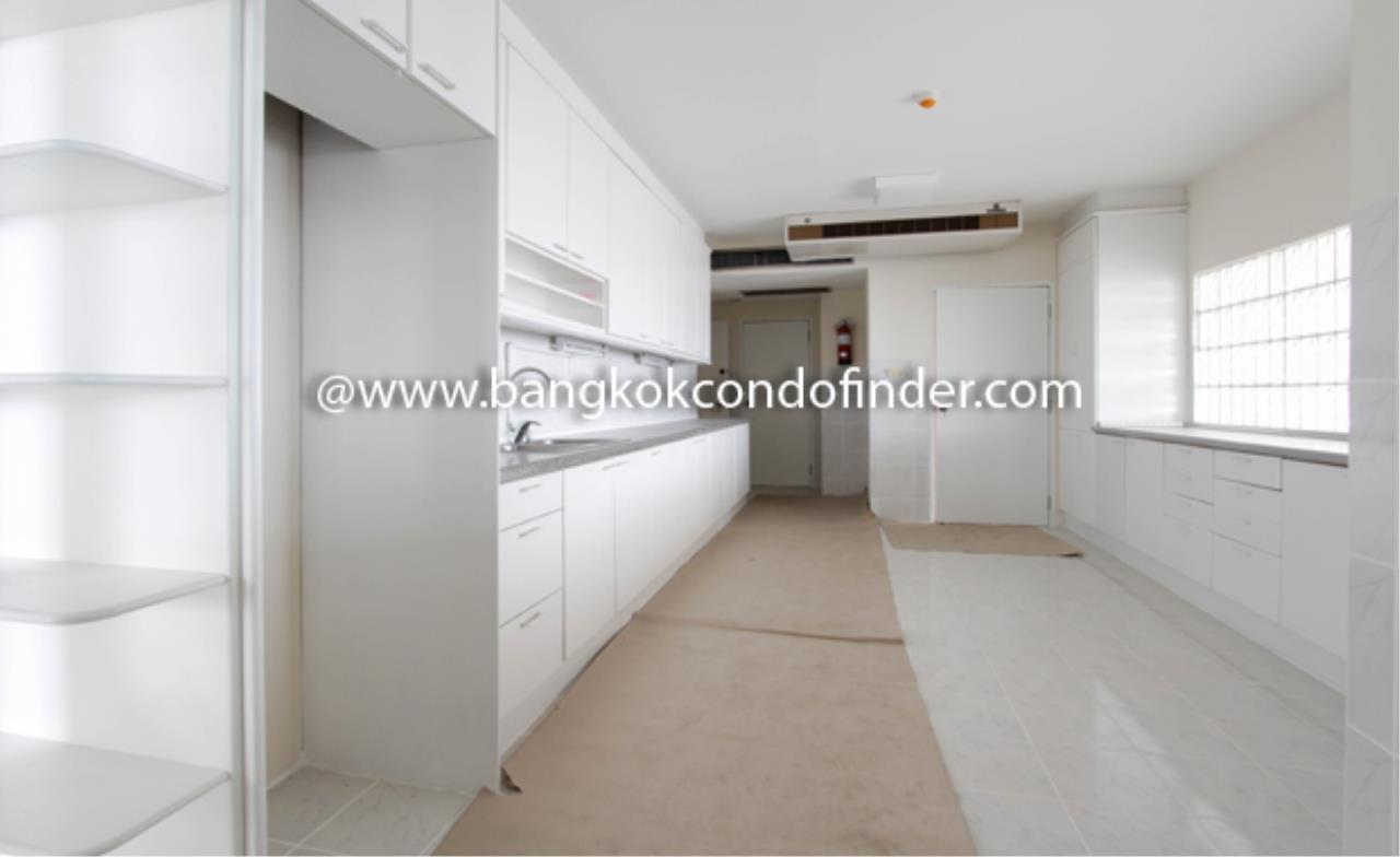 Bangkok Condo Finder Agency's Baan Yenakard Condominium for Rent 8