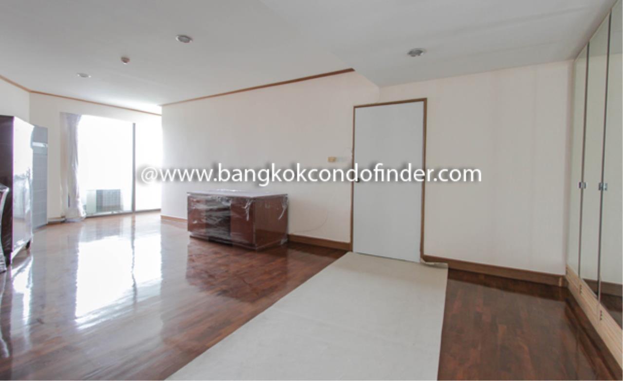 Bangkok Condo Finder Agency's Baan Yenakard Condominium for Rent 15
