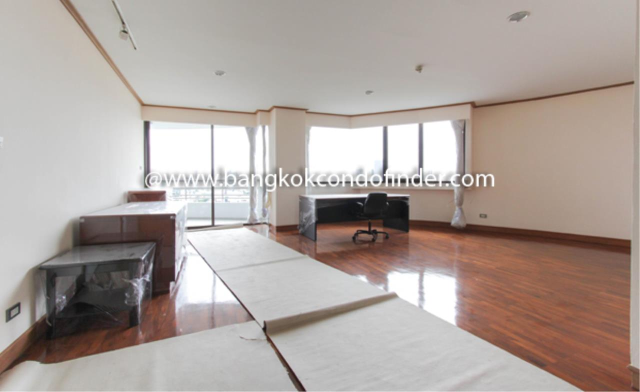 Bangkok Condo Finder Agency's Baan Yenakard Condominium for Rent 1