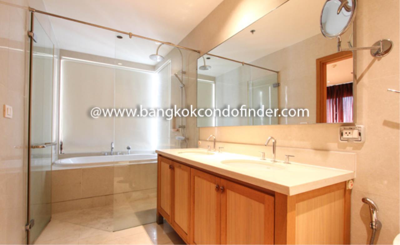 Bangkok Condo Finder Agency's The Emporio Place Sukhumvit 24 Condominium for Rent 3