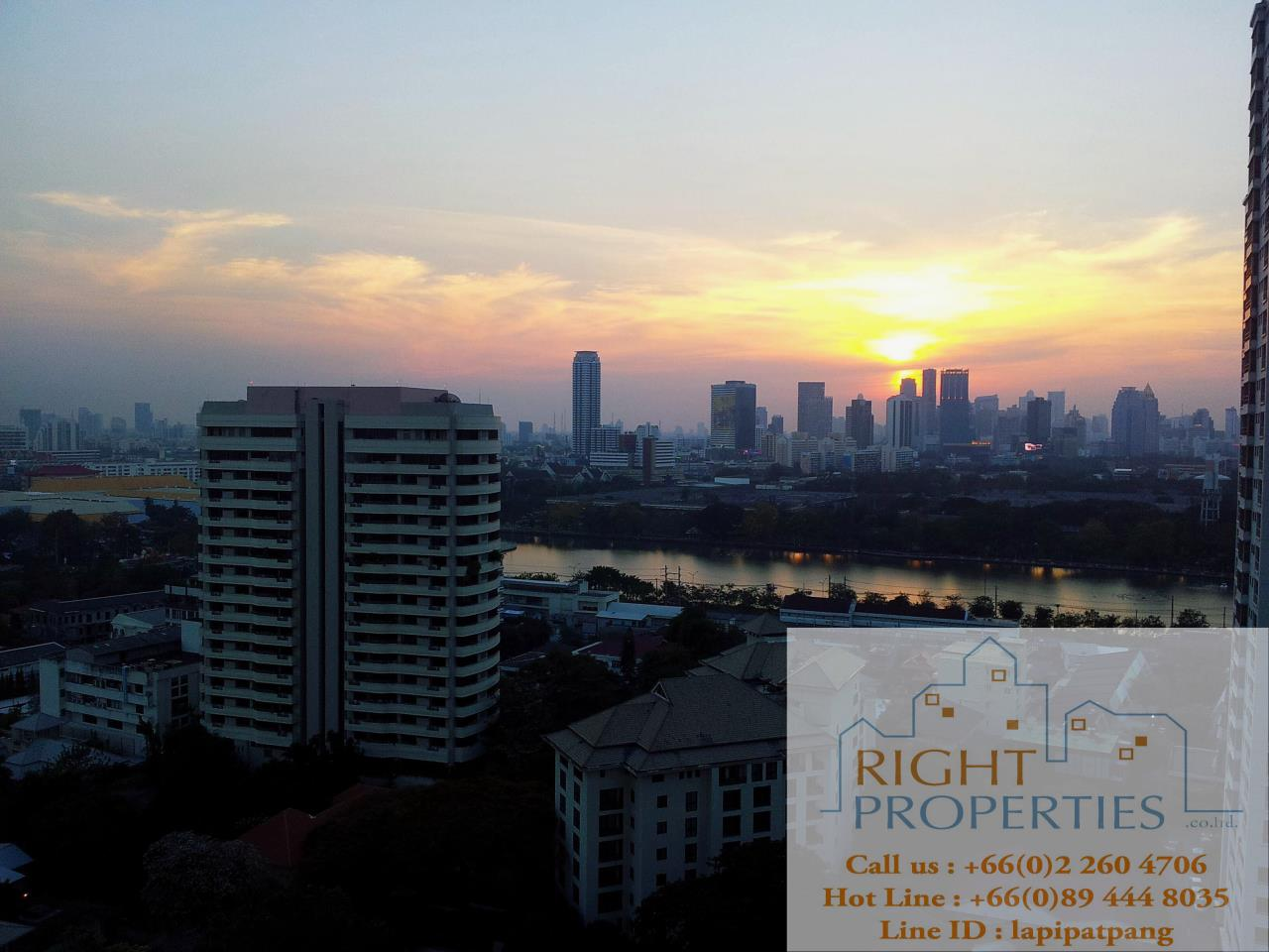 Right Properties Agency's Nice open view and spacious unit. Conveniently located in center of Sukhumvit. 4